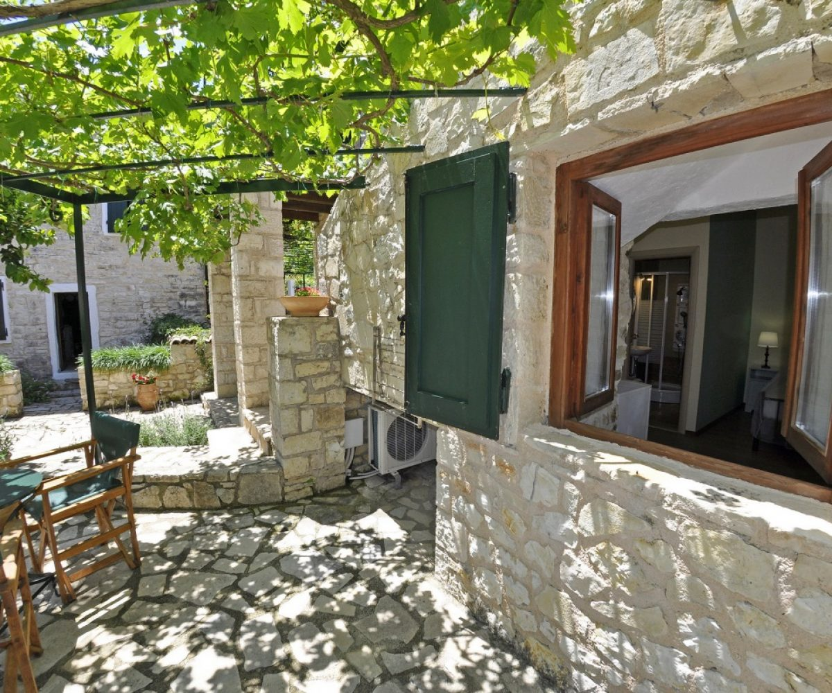 a4-double-room-adamantia-hotel-paxos-12