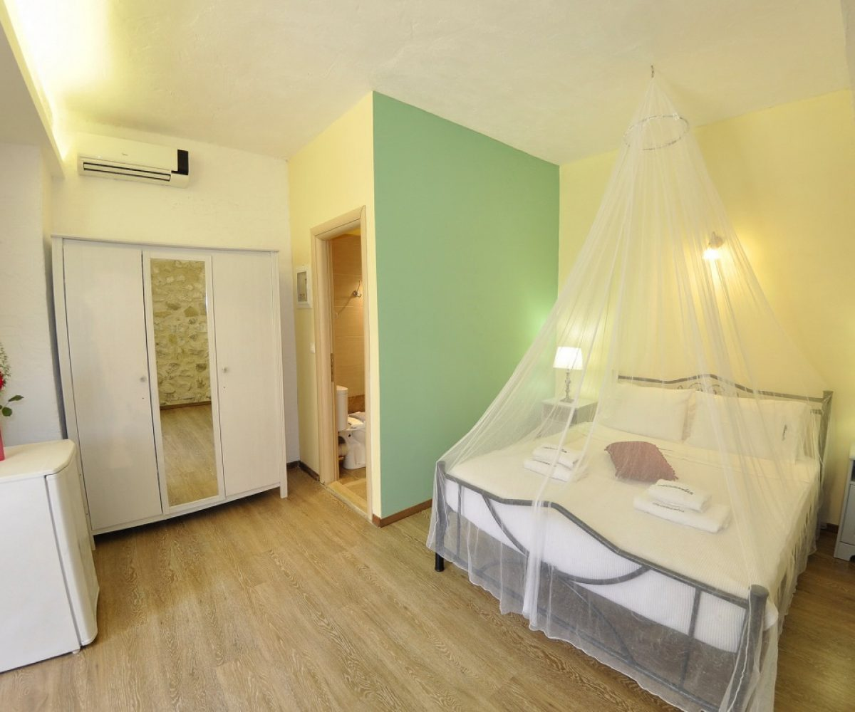 a4-double-room-adamantia-hotel-paxos-6