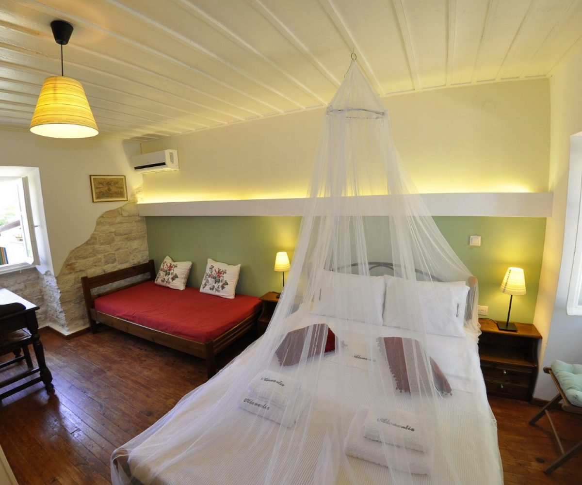 d1-triple-room-adamantia-hotel-paxos-8