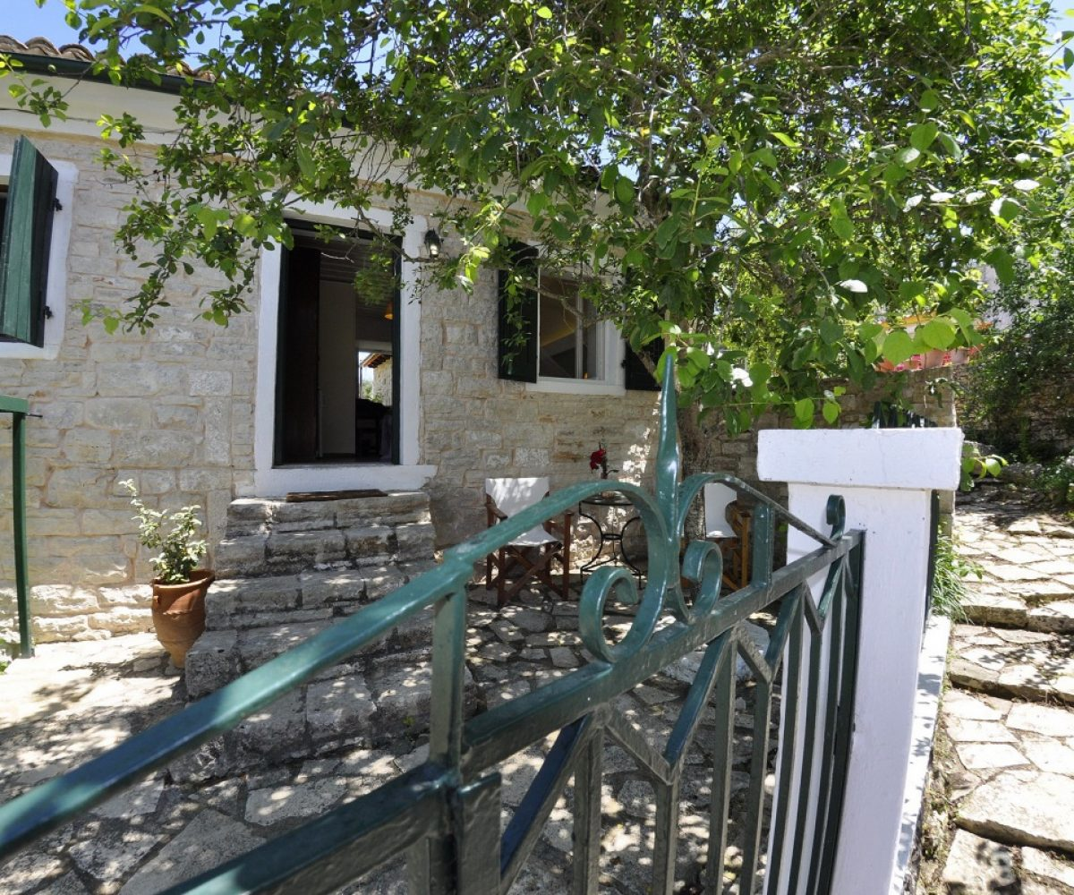 d1-triple-room-adamantia-hotel-paxos-9